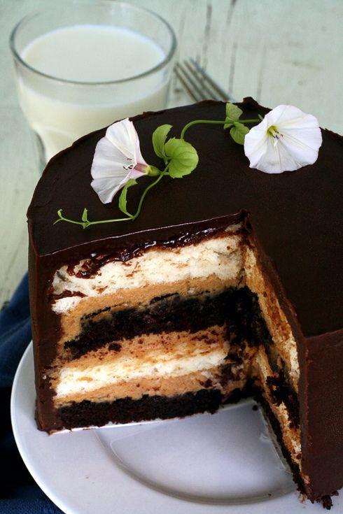 Heaven & Hell Cake: Devil's Food cake between layers of Angel Food cake: Chocolates Ganache, Angel Food Cakes, Butter Mouse, Chocolates Cakes, Cakes Layered, Hells Cakes, Cakes Recipes, Peanut Butter, Devil Food Cakes