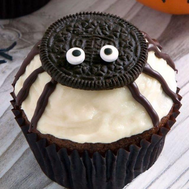 Una idea divertida para hacer con tus hijos este HALLOWEEN . Ingredientes  Cupcakes de chocolate taza de harina t… | Cupcakes de chocolate, Recetas  oreo, Cupcakes