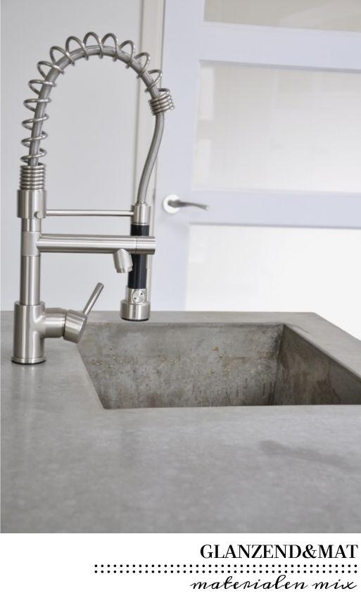 Keuken inspiratie | materialen mix | villa d'Esta | interieur en wonen Kijk voor meer RestyleXL keukens op: https://www.restylexl.nl/
