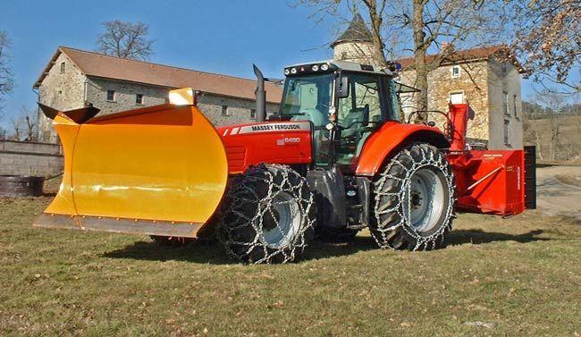 étrave h3 et souffleuse à neige Norland sur tracteur agricole