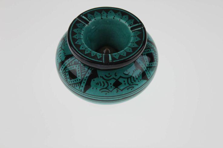 Ce joli Cendrier marocain vert turquoise est un Cendrier en terre cuite fabriqué dans la ville de SAFI connue par sa poterie traditionnelle et désign...