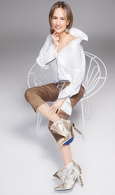 Silvia Tcherassi - casula chic - deconstructed white cotton shirt - off the shoulder - ribbons - booties - fashion designer