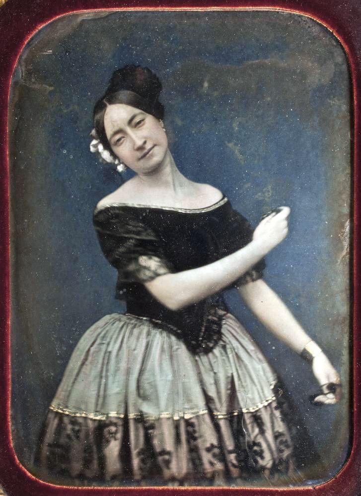 Daguerrotipo de una bailarina de la escuela bolera, hacia 1850, SB-0001 P.jpg