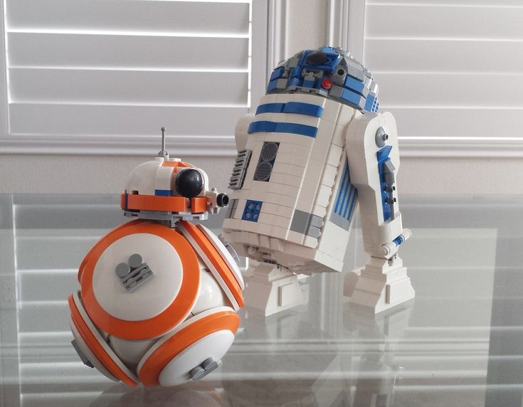 Yah! Here's Jake and Elwood Blues...no, wait, it's a LEGO BB-8 and R2-D2 from Star Wars Episode VII. Not exactly in scale with each other, but close with a bit of forced perspective.
