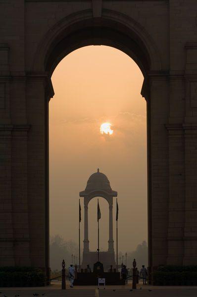 Coucher de soleil sur l'India Gate à Delhi en Inde, à découvrir avec Inde en liberté
