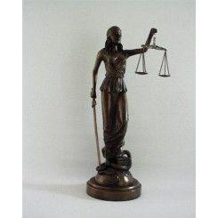 Vrouwe Justitia. Leuke bronskleurige beeldjes. http://www.decoaction.nl/woonaccessoires/bronskleurige-beeldjes.html