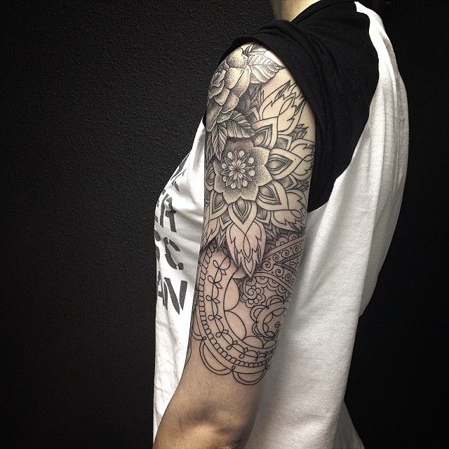 For @ukigo In process #sashatattooing #dotwork #linework #mandala (at Baraka Tattoo Studio)