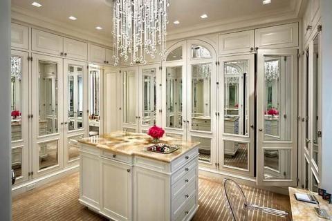 Гардеробная с зеркальными фасадами