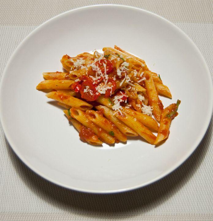 Les penne à l'arrabbiata représentent le plat romain par excellence. Découvrez la véritable recette italienne.