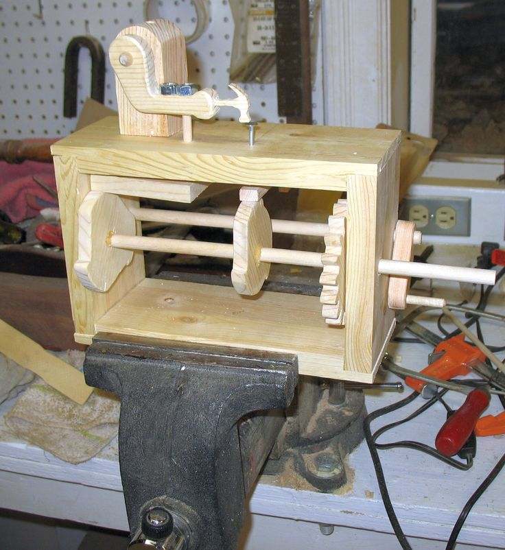 Carpenter Automaton - The Dale Maley Family Web Site Plans provided in the article M
