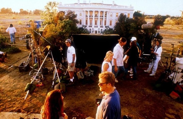 Behind the scenes of Independence Day (it was only a model)