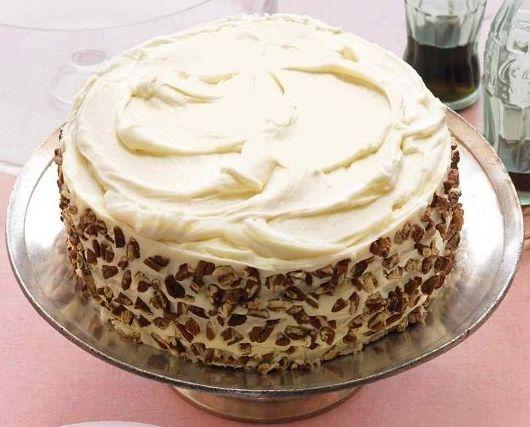 Το τέλειο κέικ καρότου, το οποίο χρησιμοποιείτεαντί για παντεσπάνι που μαζί με βουτυρόκρεμα, μας δίνει μιατέλεια τούρτα την οποία σίγουρα θα απολαύσετε