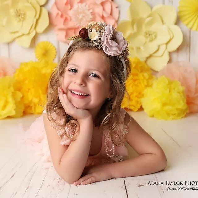 Her smile priceless 😍😍 this beautiful princess Amazing photo using our paper flowers done by Alana Taylor Photography - Newborn and Kids Photographer