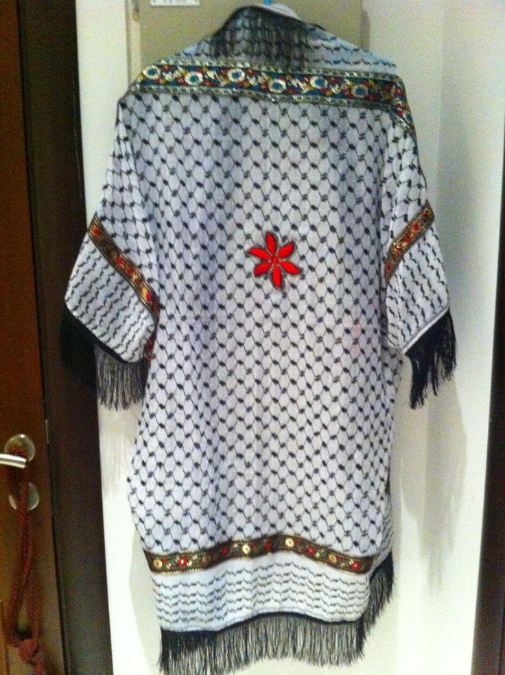 Oriental black/white cape