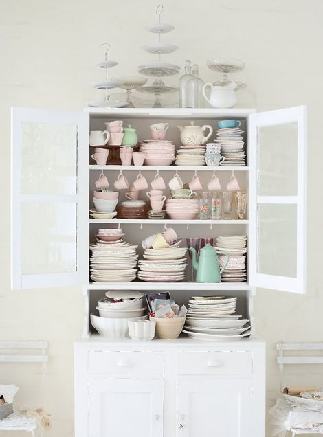 why not go with the pink dishes? so prettyKitchens Organic, Vintage Dishes, China Cabinets, Pastel Cerveza Tennis, Dreams, Design File, Kitchens Cupboards, Teas Parties, White Kitchens
