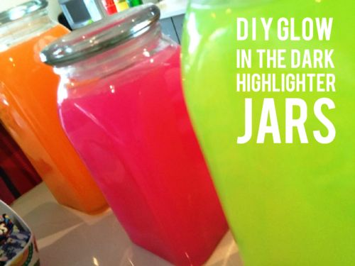 GLOW IN THE DARK JARS Who knew that you could make glowing water from highlighter ink? Just break open the highlighter, remove the ink and squeeze the ink into the water. Make sure to get the non toxic type. That's it. Its really that easy.