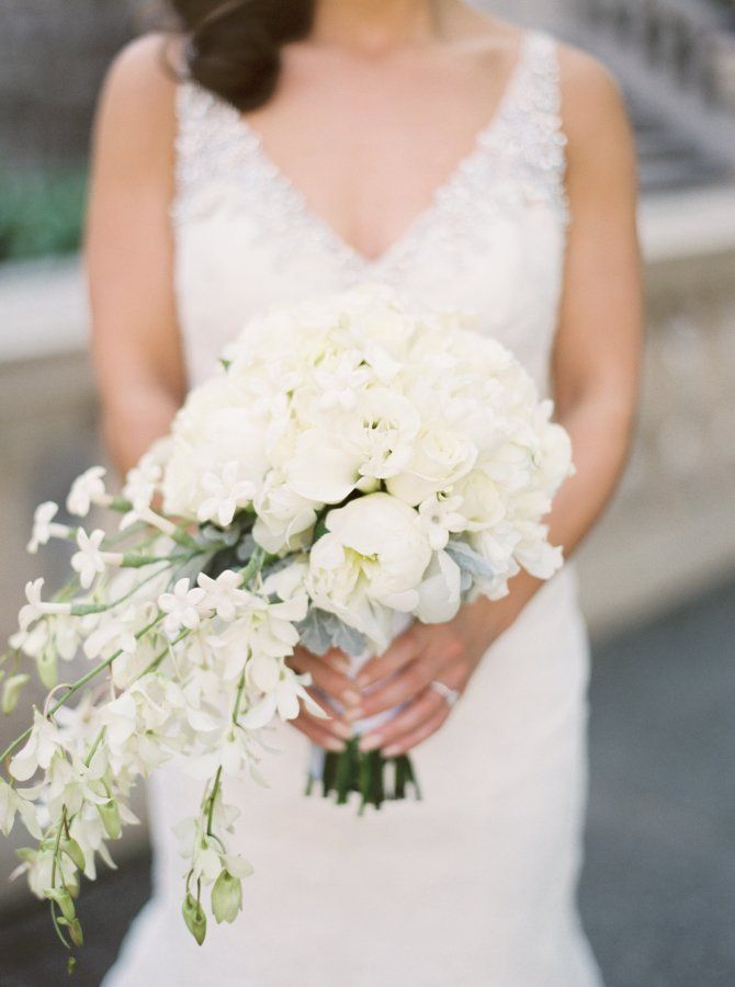 Elegant white bouquet: http://www.stylemepretty.com/2015/08/24/elegant-traditional-chicago-wedding/ | Photography: Kyle John - http://www.kylejohnphoto.com/