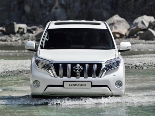 Cars: Best images of new Model 2018 land Cruiser V8.