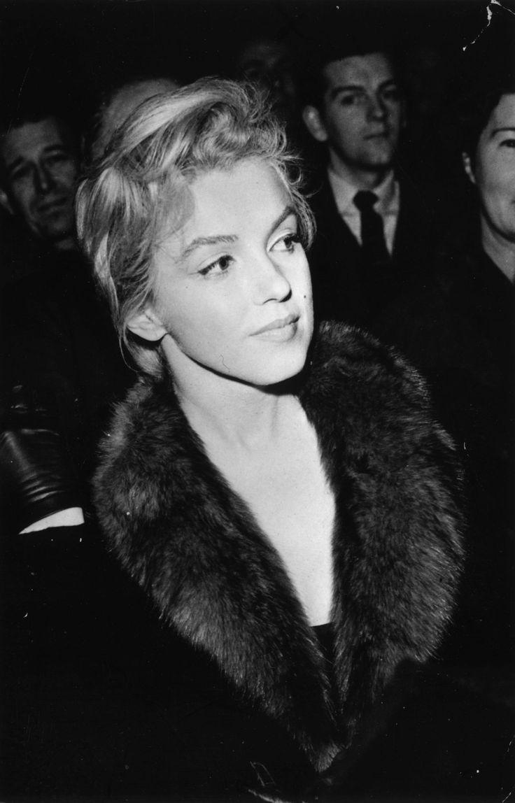 Marilyn Monroe portant un maquillage discret. Léger trait d'eye-liner pour rehausser le regard // Bouche nude.