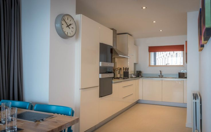 Two Bed Corner Seaview Apartment - Self Catering Apartments  - Talbot suites