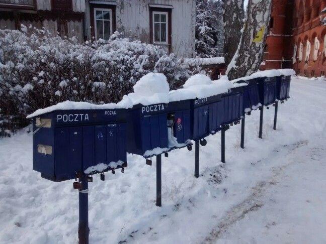 rząd skrzynek pocztowych
