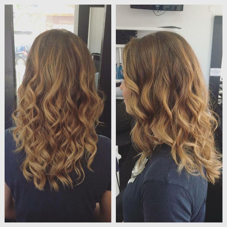 Cheveux bruns bouclés. Browns hairs. Wavy hair