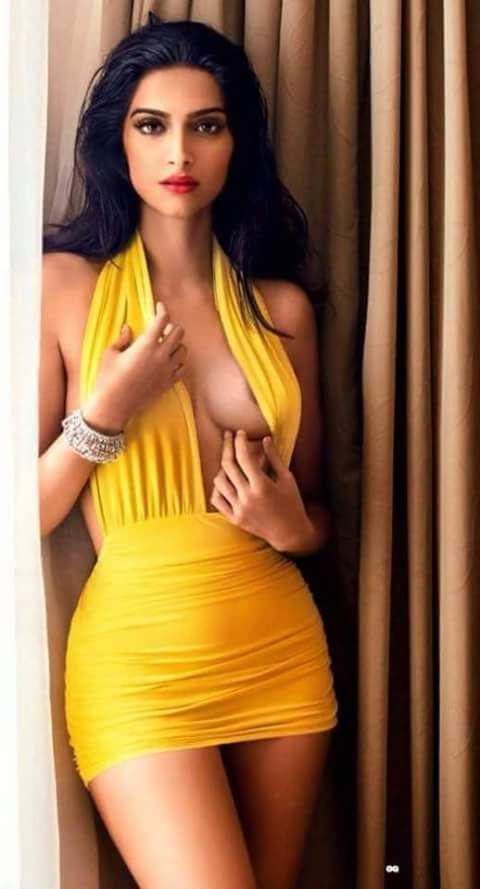 Sexy Unseen Indian girls pic: Bollywood biggest oops monents