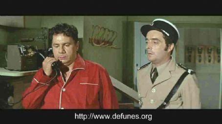 0 michel galabru on the phone & michel modo in 'les gendarmes de st tropez'