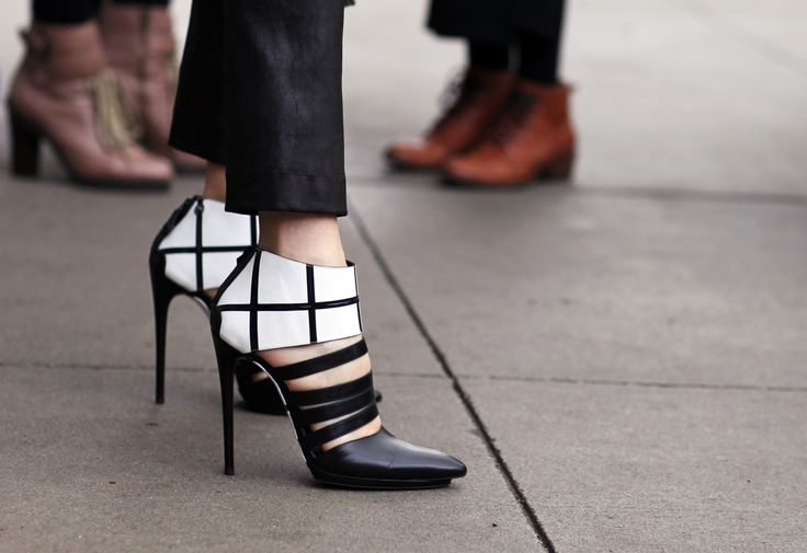 wow... beautiful: Hot Shoes, Fashion Shoes, Balenciaga Heels, Street Style, Black White, Balenciaga Shoes, White Heels, Design Concept, Low Boots