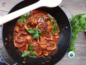 Ecco una ricetta gustosa: i moscardini in salsa piccante. Deliziosi e facili si prestano ad essere serviti con dei crostini o per condire un primo piatto.
