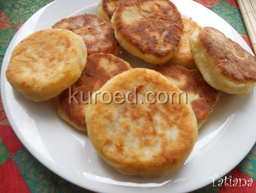 Сырные лепешки с ветчиной, колбасой и сыром