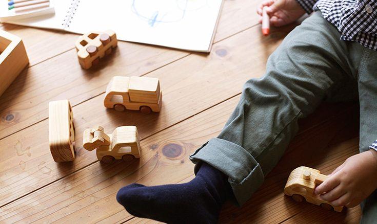 初節句 贈り物 内祝い 贈答品 日本製。木のおもちゃ はたらく自動車 人気 乗り物 バス パトカー トラック 消防車 木箱 型はめ パズル 手作り 木製 日本製 安全 知育玩具 赤ちゃん 男の子 女の子 誕生日 プレゼント 出産祝い 0歳 1歳 2歳 3歳 ベビー向けおもちゃ ギフト クリスマスプレゼント 送料無料