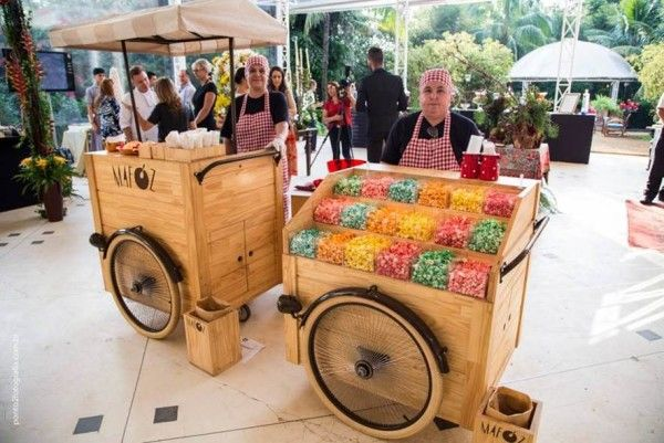 The carts with gourmet tidbits of Mafoz Carts Gourmet.