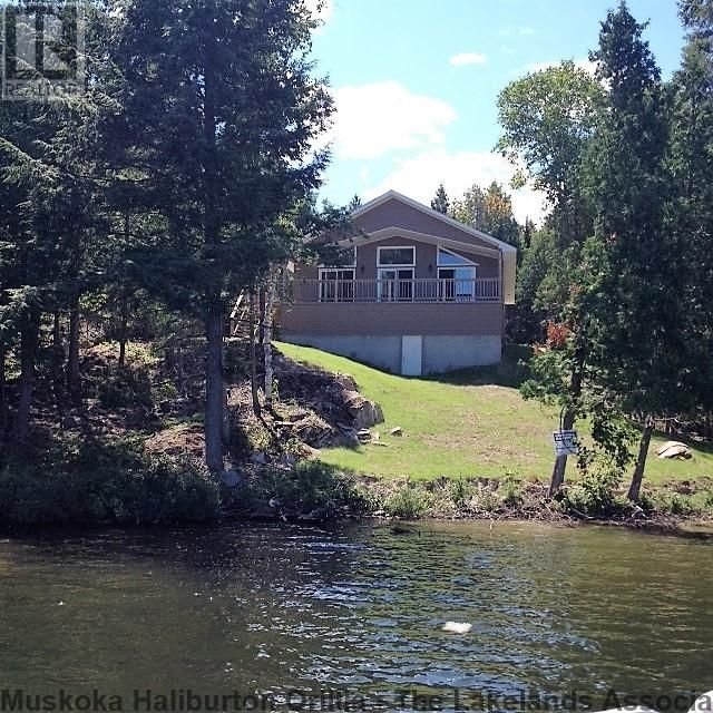 Great Value in this 4 season Viceroy style cottagehome on well treed 1.6 acre lot with 155` of sandy shoreline on Beautiful ClearHampel Lake. This picture perfect property features: 3 large bedrooms, master with ensuite, main floor laundry, open concept living area, covered deck overlooking lake, forced Air Propane furnace, majestic rock outcroppings....etc. Enjoy your summers in this new tur...