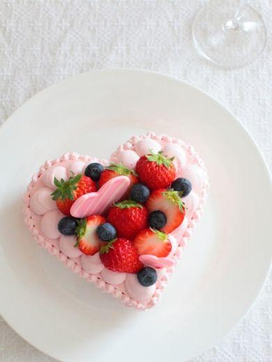 B このレシピの写真のものとバレンタインやバースデーケーキにも。