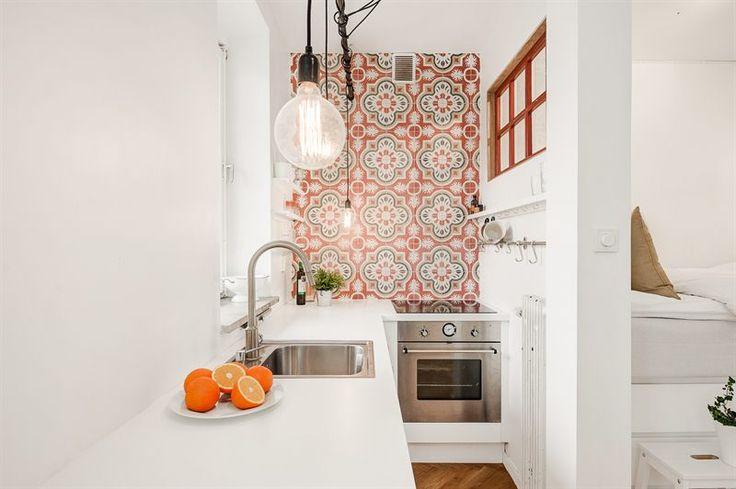 Studio apartment - kitchen tiles