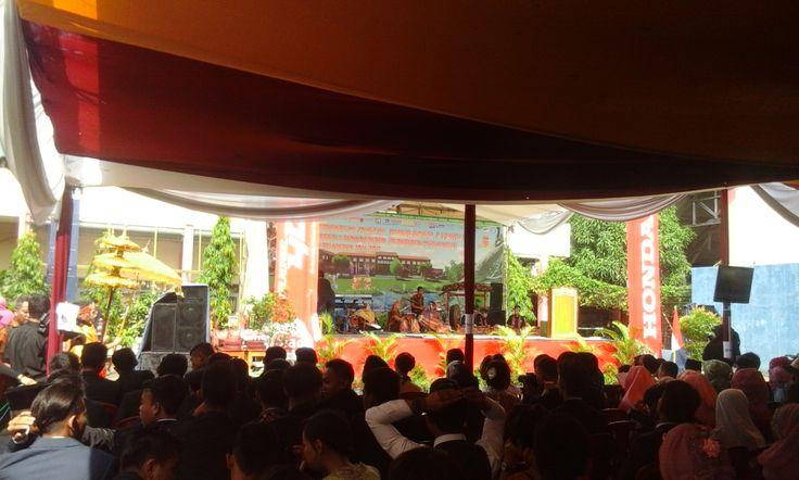 Gelar Wisuda XII SMKN 1 Panyingkiran (Sabtu, 06 Mei 2017)   http://smkn1panyingkiran.sch.id