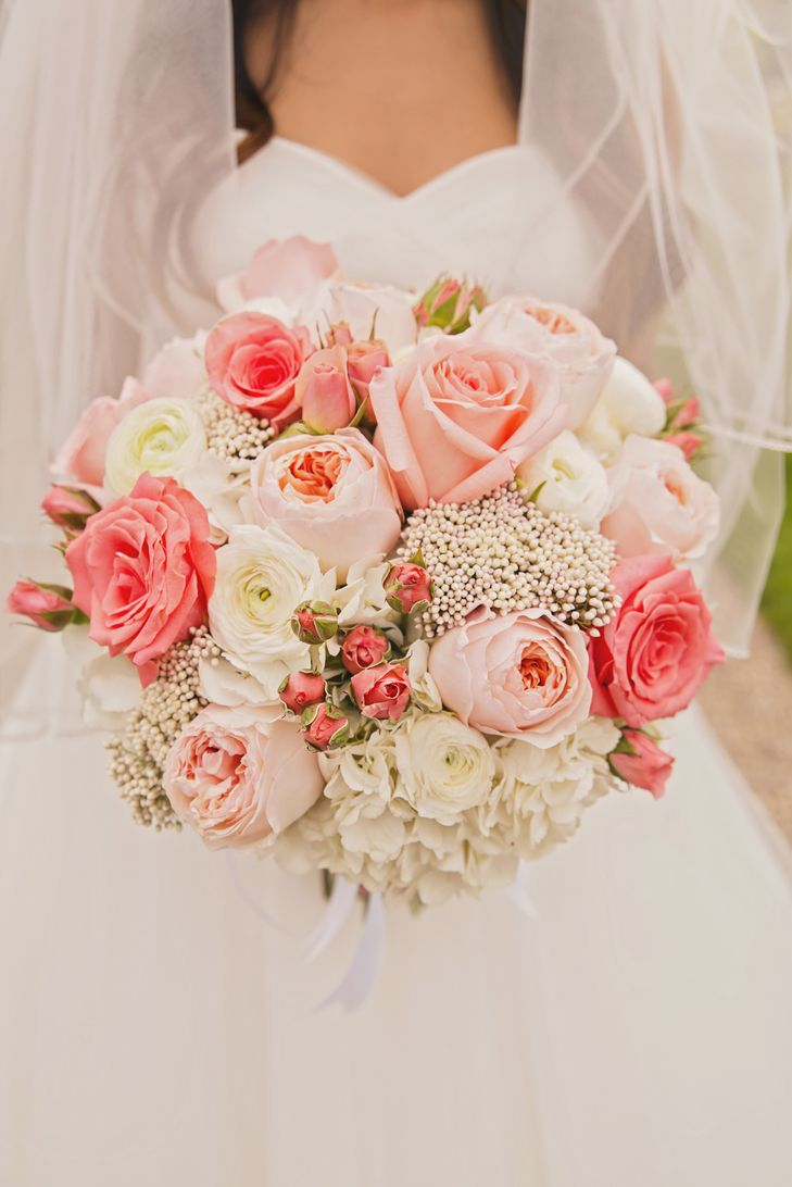 Soft Pink and White Rose Bouquet | TATUM PHOTO AND DESIGN | http://knot.ly/6494BtS1u | http://knot.ly/6496BtS1r