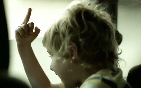 Ένα συγκλονιστικό video που δείχνει την ωμή και δυστυχώς στενάχωρη αλήθεια