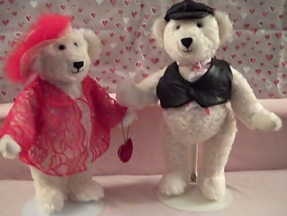 Check out this item in my Etsy shop https://www.etsy.com/listing/176621419/the-loving-couple-bears