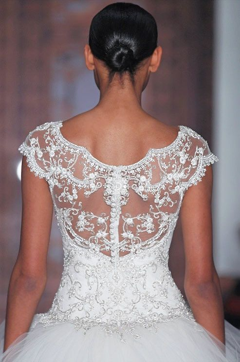 Reem ♥ Acra look at this lovely neckline