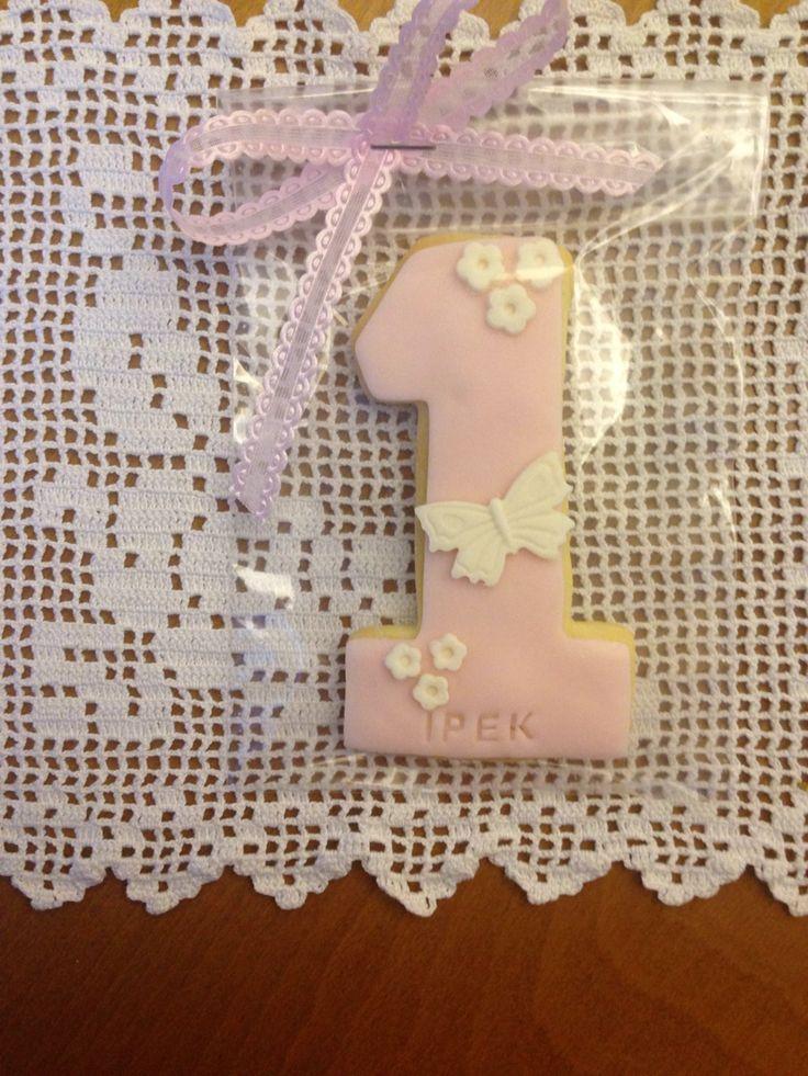 #firstbirthday #cookies #pinkandwhite İpek'in bir yaş kurabiyesi.
