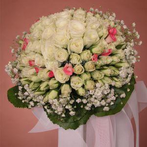 Νυφική Ανθοδέσμη Γάμου ,Νυφικό μπουκέτο με ολόφρεσκα λουλούδια ιδανικό για να συμπληρώσει μια ξεχωριστή νύφη.Το πιο σημαντικό μπουκέτο της ζωής σας επιλεγμένο να συμπληρώσει ιδανικά το στυλ του γάμου που έχετε επιλέξει,από μοντέρνο σε κλασσικό ή ρομαντικό. Το πιο όμορφο στολίδι στα χέρια σας.  Αυτό το πανέμορφο μπουκέτο αποτελείται από μικρά τριανταφυλλάκια με φύλλωμα εισαγωγής γύρω-γύρω και το μέγεθός του είναι ιδαιτέρως μεγάλο.