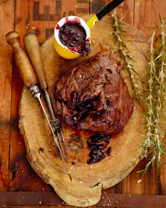 Jan Braai Steak with redwine sauce:  1 kg fillet steak (or slightly bigger) 1 tot butter 1/2 onion (chopped as finely as you can) 1 clove garlic (chopped very finely) 1 tsp fres...