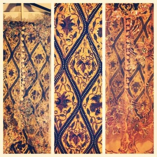 totallyadorkablenii:    #kebaya #Indonesia #Igdaily #Batik #Fashion (Taken with instagram)