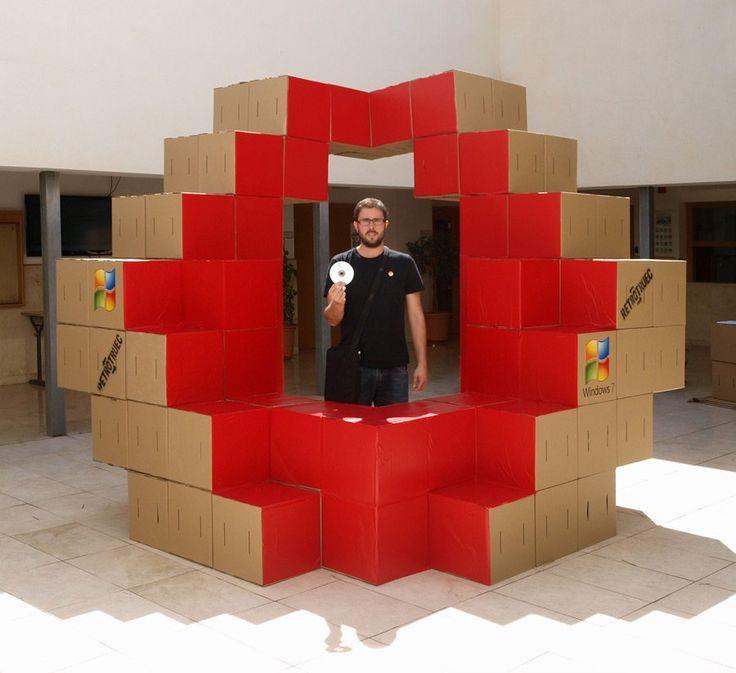 """Diseño de stand modular en cartón realizado por cartonLAB para la campaña """"retrotruec party"""" de Microsoft ideada por BlaBlaBla comunicación. 30 stands."""