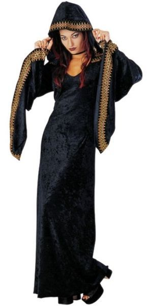 Keskiyön Kuningatar Deluxe asu. Tehty aidosta sametista ja viimeistelty viimeisen päälle metallisilla somisteilla. #naamiaismaailma