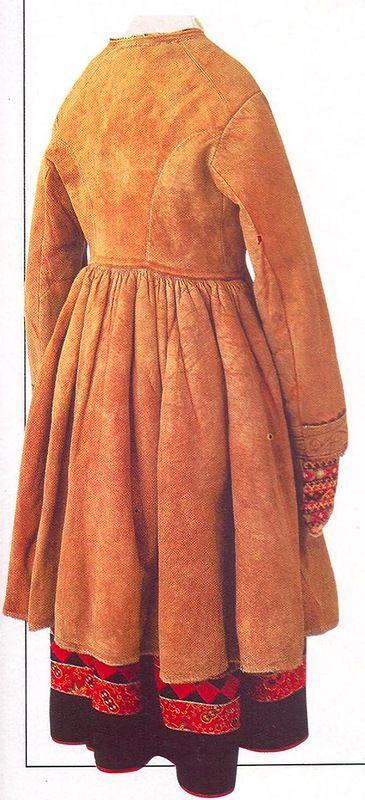 Традиции и заимствования в народном костюме: uchitelj