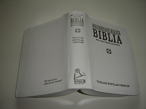 White Tagalog Bible with Apocripha TPV 035 DC S.E. / Tagalog Popular Version Magandang Balita BIBLIA May Deuterocanonico / Catholic / Silver Edges
