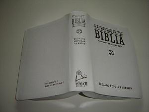 White Tagalog Bible with Apocripha TPV 035 DC S.E. / Tagalog Popular Version Magandang Balita BIBLIA May Deuterocanonico / Catholic / Silver Edges